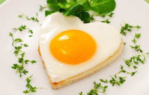 Яичная диета на 2 недели - жареное яйцо, зелень, сердце