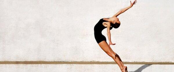 Спортивная диета - девушка в прыжке